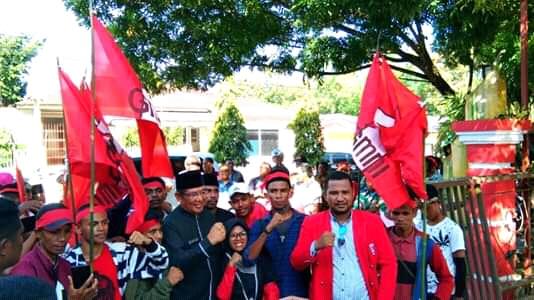 Aksi Demo GMNI di Kantor Bupati Malra