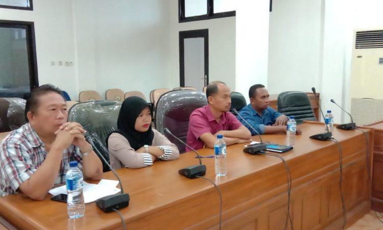 Kepala Pertamina Tual besama pemilik APMS di DPRD Malra