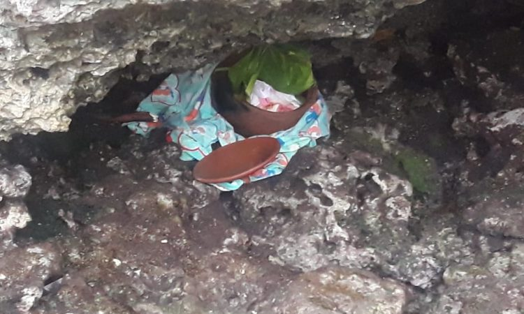 Guci Kecil berisi janin bayi yang ditemukan di Ohoi Debut