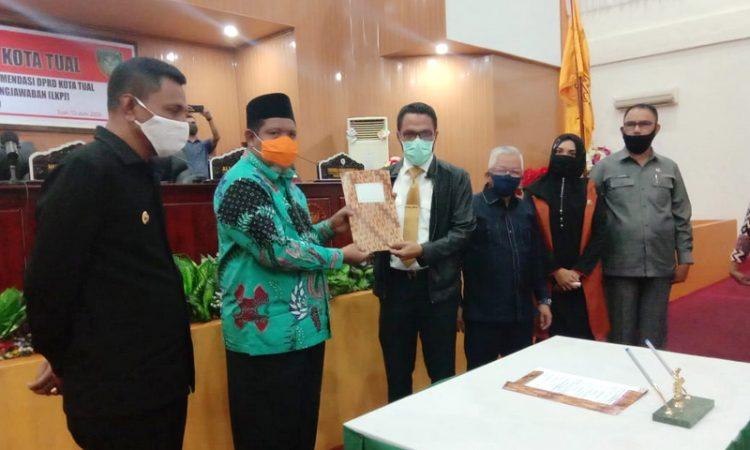 Penyerahan rekomendasi LKPJ 2019 DPRD Kota Tual kepada Walikota Tual