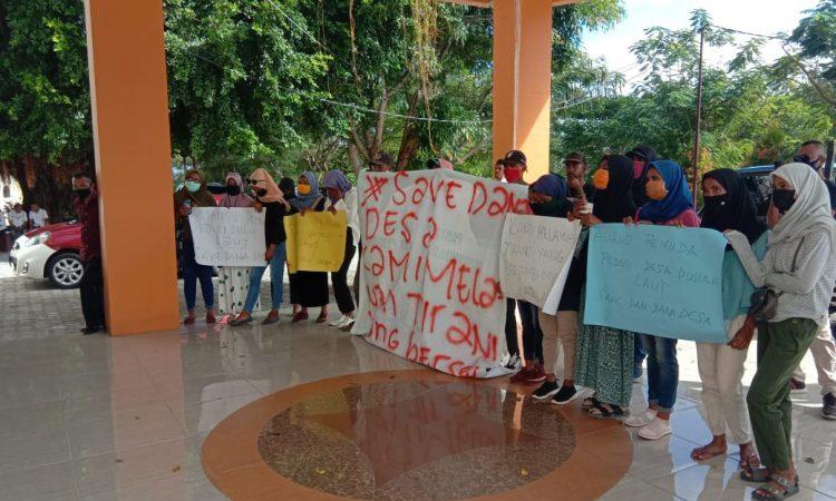 Pemuda Desa Dullah Laut Demo DPRD Kota Tual