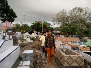 Hamud ziarah ke makam orang tua di Pekuburan Yarler Kota Tual
