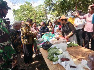 Walikota Tual beli hasil kebun para petani Covid-19 Dusun Vatraan