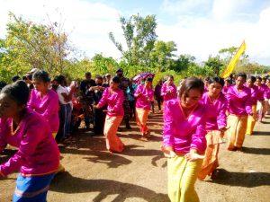 Walikota bersama Waka DPRD Kota Tual dijemput secara adat Kei di Teluk Luv