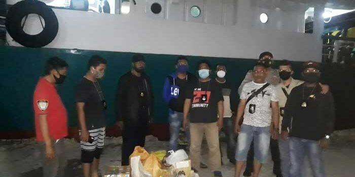 Kasat Resnarkoba, IPTU A. Kenne, S.H, dan jajaranya, Jumat ( 27/11/2020 ) berhasil menyita 175 liter minuman keras jenis Sopi yang dibawah penumpang KM. Inti Mulia dari Kabupaten Maluku Barat Daya ( MBD ).