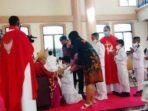 perayaan Misa Krisma bagi 400 anak di Gereja Katolik Santo Yosep Ohoijang, wilayah Keuskupan Kei – Kecil, minggu ( 15/11/2020 )