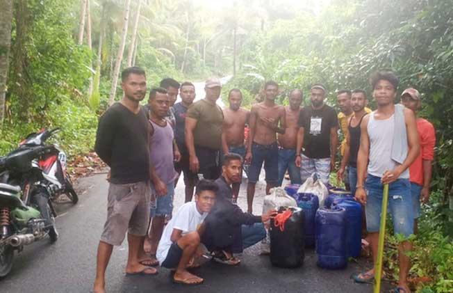 Personil Satresnarkoba dan Polsek Kei Kecil Barat ( KKB ), dibantu Pemuda Ohoi Debut, Kabupaten Maluku Tenggara, Minggu dini hari ( 27/12/2020 ), pukul 02.00 WIT, berhasil mengagalkan penyelundupan minuman keras ( miras ) jenis sopi sebanyak 770 liter