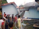 Salah satu rumah Dinas Radio Republik Indonesia ( RRI ) Tual yang beralamat di Jalan Soekarno Hatta, Kelurahan Ohoijang, Kecamatan Kei – Kecil, Kabupaten Maluku Tenggara, Sabtu ( 19/12/2020 ), pukul 17.30 WIT terbakar.