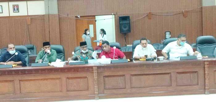 Penyampaian Kata Akhir Fraksi terhadap Rancangan APBD Maluku Tahun Anggaran 2021 di Kantor DPRD Maluku, Rabu malam ( 24/12/2020 ).