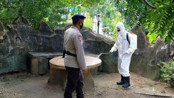 kegiatan penyemprotan cairan disinfektan, Selasa ( 05/01/2021 ), dipimpin Banit 4 Kompi 1 C, Briptu Nofra Ketno bersama beberapa anggota yang terlibat langsung sebagai Satgas Tindak Pencegahan Covid-19.