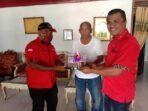 Hari Ulang Tahun Partai PDI- Perjuangan ke 48 yang dirayakan DPC PDI-Perjuangan Kota Tual, di Propinsi Maluku, dengan cara membagikan 48 nasi tumpeng kepada para tokoh masyarakat, adat, agama, pemuda dan OKP di Bumi Maren, Minggu ( 10/01/2021 )
