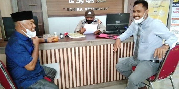 Ketua Partai Demokrat Kota Tual, Hasim Rahayaan, S.H yang juga Anggota DPRD Kota Tual, bersama keluarga secara resmi Jumat ( 26/02/2021 ), pukul 16.30 WIT, mendatangi Polres Tual membuat Laporan Dugaan Tindak Pidana Pengaduan Fitnah.