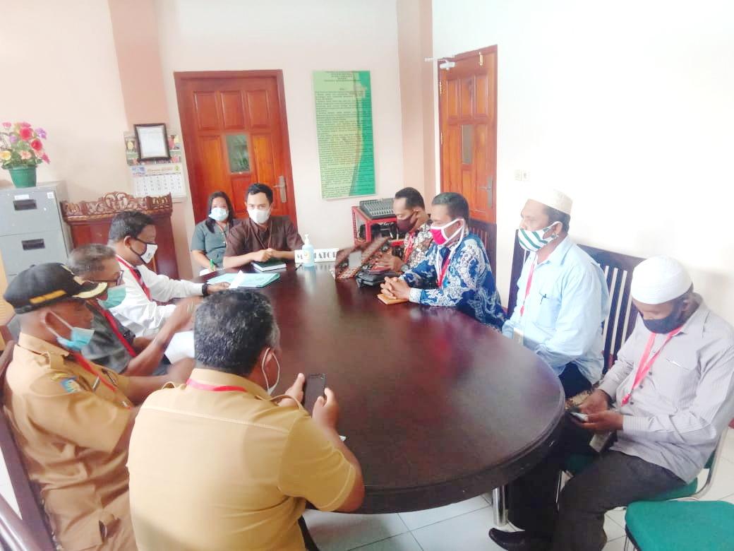Majelis Hakim Pengadilan Negeri Tual saat ini terus melakukan proses mediasi sengketa lahan tanah antara keluarga Matdoan versus keluarga Fakoubun Cs di Kantor PN Tual, Senin ( 02/2/2021 ).