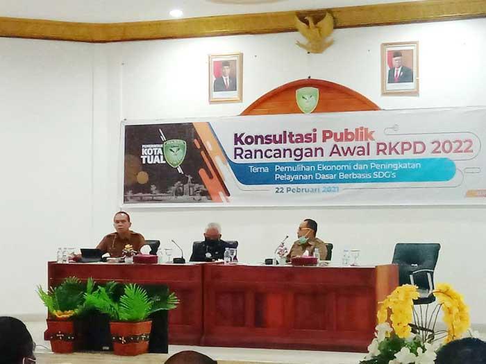 Wakil Walikota Tual, Usman Tamnge, SE, Senin ( 22/02/2021 ) membuka secara resmi Forum Konsultasi Publik Penyusunan Rancangan Awal RKPD Kota Tual tahun 2022.