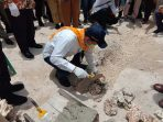Kepala-Pusat-Fasilitator-Kemen-PUPR-RI-letakan-batu-pertama-DAK-Integrasi-Kota-Tual-2021