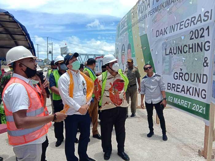pada kegiatan peluncuran dan peletakan batu pertama DAK Integrasi Kota Tual 2021 di Pengeringan Kiom, Selasa ( 02/03/2021 ).