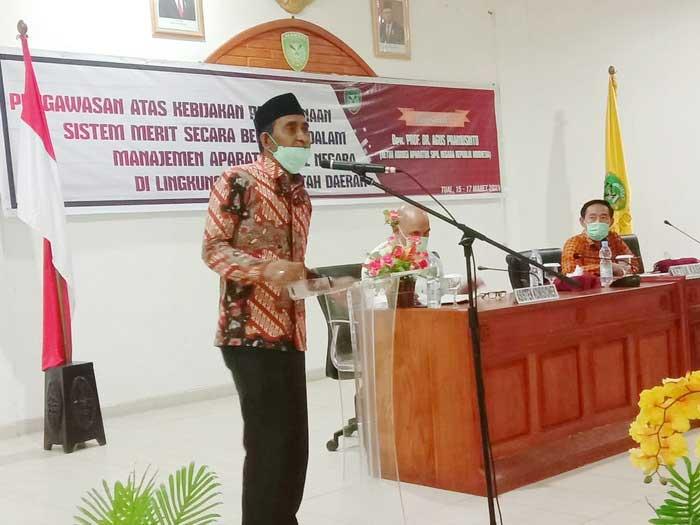 Sekda Kota Tual, ketika memberikan sambutan pada pembukaan seleksi JPT Pratama Pemkot Tual, Senin Malam ( 15/03/2021 ), yang dibuka secara resmi Ketua Komisi ASN RI, Prof. DR Agus Pramusinto