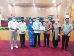 penyerahan-piagam-dari-BNN-Maluku-kepada-DPRD-Kota-Tual
