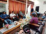 penyerahan-surat-pernyataan-sikap-aliansi-peduli-malra-di-DPRD-Malra