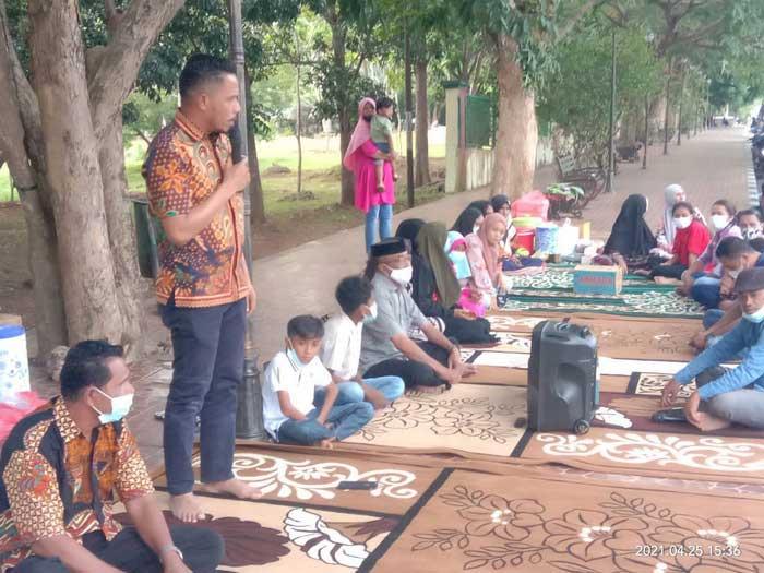 Ketua DPRD Kota Tual, Hasan Syarifudin Borut, SE menggelar Buka Puasa Bersama ( Bukber ) di Taman Kota Tual, Minggu ( 25/04/2021 ), melibatkan dua komunitas Islam dan Kristen