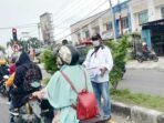 Kepala Kampung Nawaripi, Distrik Wania, Kabupaten Mimika, Norman Ditubun, Rabu ( 07/05/2021 ) bersama warga setempat turun ke jalan utama di Kota Timika